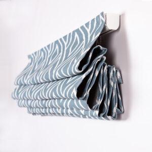 Римская штора с карнизом. Ткань Мемфис голубой